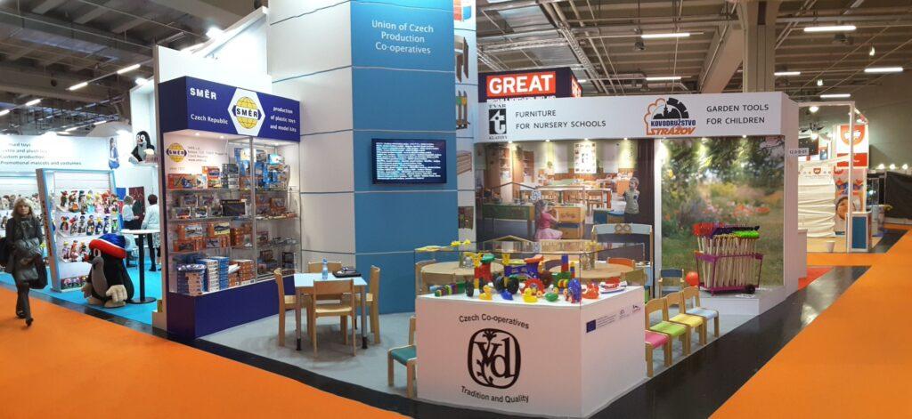 Společná expozice výrobních družstev na veletrhu Spielwarenmesse (Zdroj DAČR)